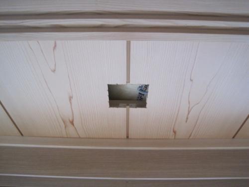 天井を開口します