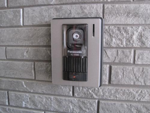 玄関のテレビドアホンです