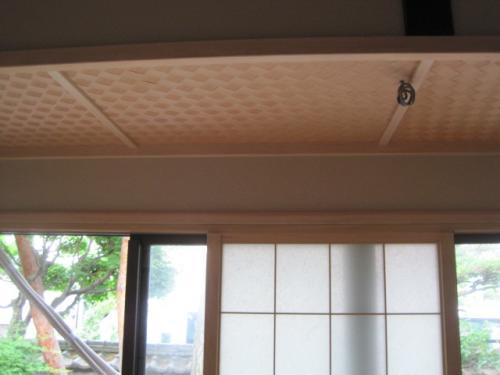 天井から配線を出します