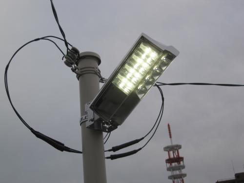LED照明が点灯しました  暗くなるのを待って明るさを確認します