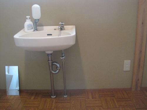水道配管の凍結で洗面所の水が出なくて困っていました