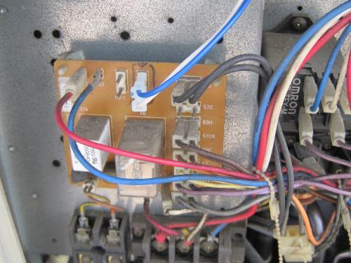 モーターの配線を接続します