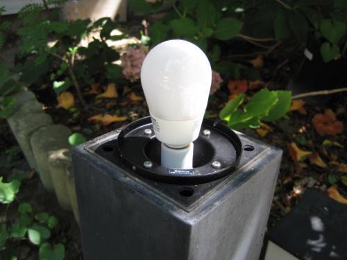 電球型蛍光灯ランプをLEDランプに交換します