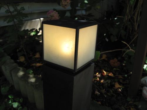 電球色のLEDランプですから雰囲気も変わりません