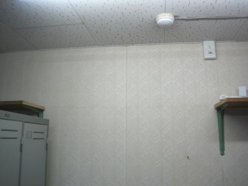 天井に火災報知機の感知器があります