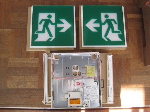 LEDの避難口両面型誘導灯です