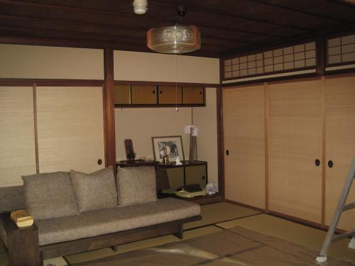 照明器具を交換前の和室です