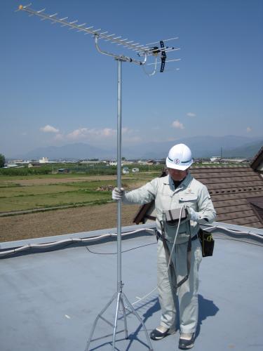 アンテナを仮に立ててテスターで電波状況を確認します