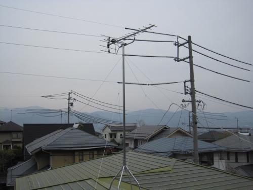 地デジのテレビアンテナをステンレス」製の支線で  シッカリと固定しましたから転倒の心配はありません