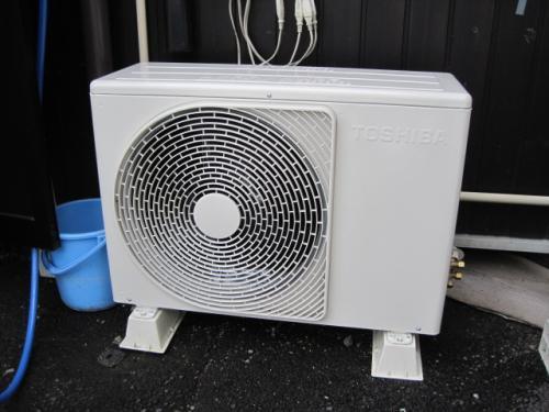 省電力タイプのエアコンの屋外機です