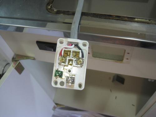 AV200Vの専用コンセントを配線します