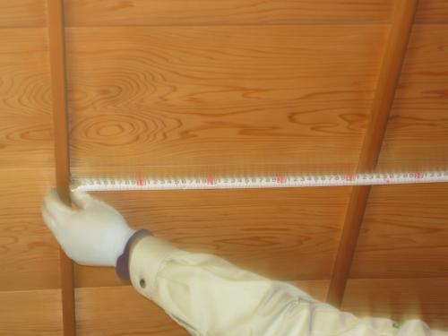 竿天井の寸法を計ります