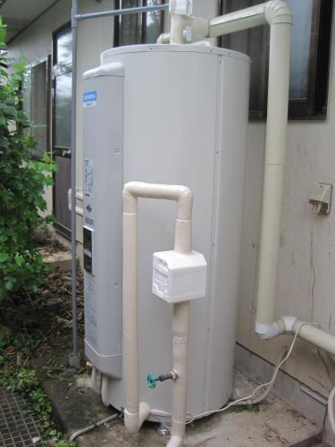 きれいに配管が終わり電気温水器の交換工事は完成しました
