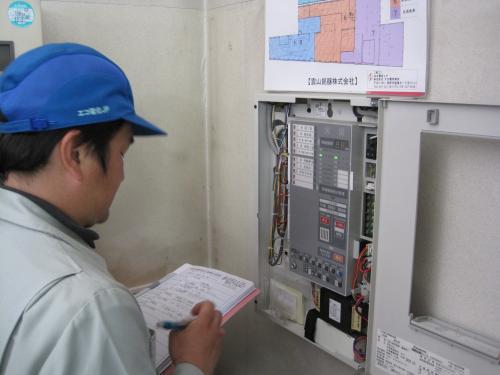 消防用設備点検資格者のスタッフが  定期的に伺って設備の安全を管理します