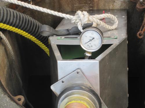 動力ポンプの放水試験をします