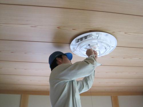 明るくて省エネの照明器具を取付ます