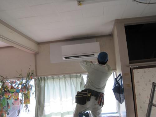 エアコンの室内機も取付完了です