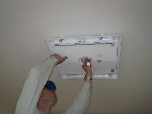 エコナビLED照明器具を取付けます