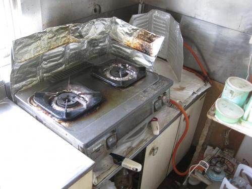 IHクッキングヒーターに交換前のガスコンロです