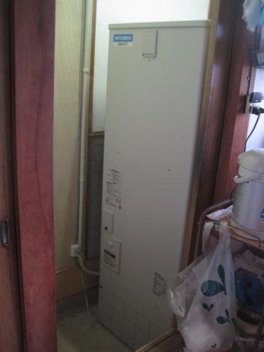 エコキュート本体は室内に設置します