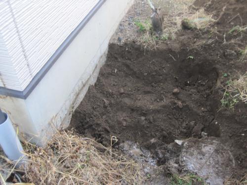 掘削したら地盤を填圧します
