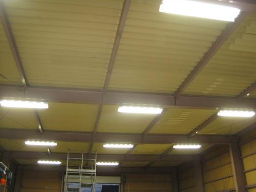 高天井用インバーター蛍光灯照明を点灯しました