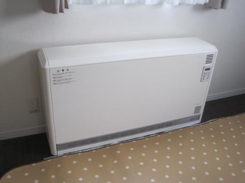 蓄熱暖房器の取付工事完成です