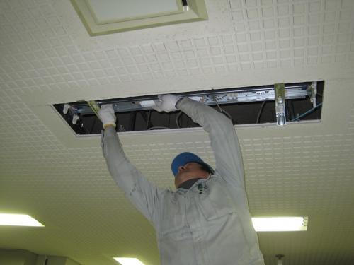 40W2灯式のインバーター照明器具を取り付けます