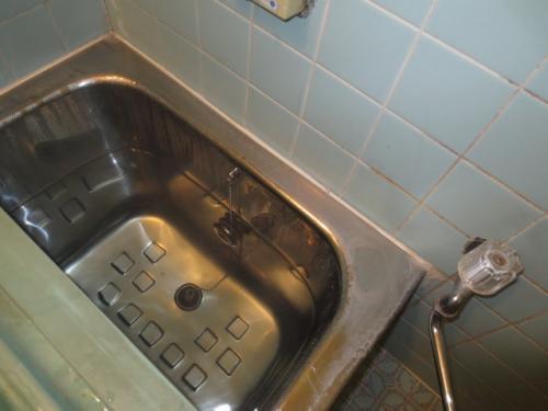 浴室の水栓を温水シャワーに交換します