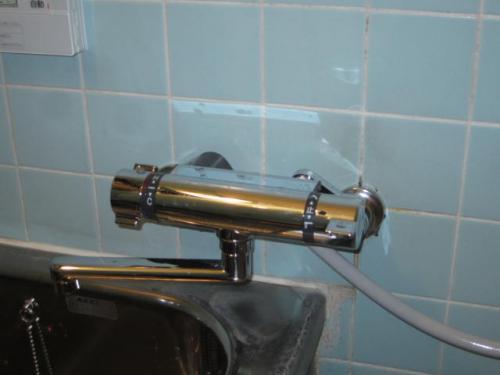 浴室の水栓を温水シャワーに交換しました 便利になったと喜んで頂けました