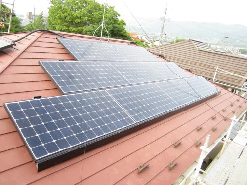 太陽電池モジュールの取付け完了です