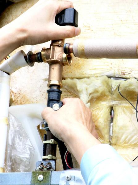 電気温水器の修理05