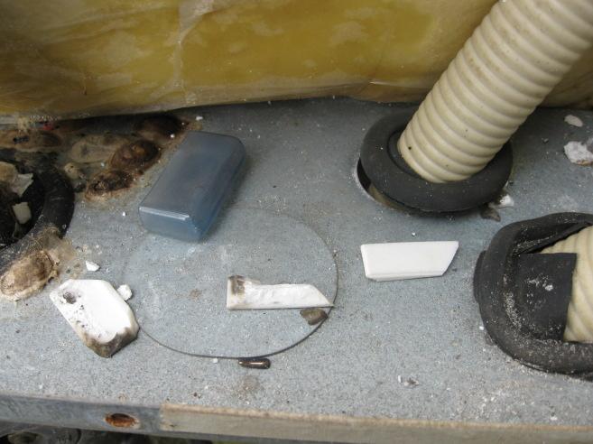 落雷による電気温水器の故障05