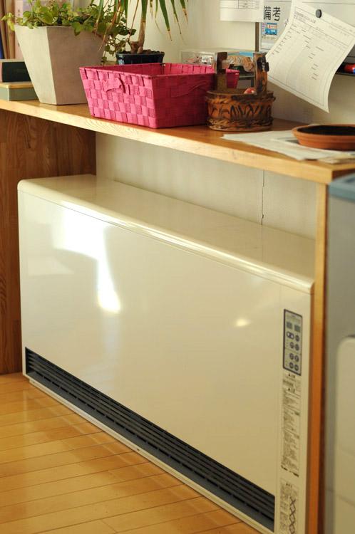 当社に設置された蓄熱暖房機01