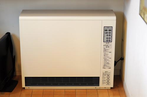 当社に設置された蓄熱暖房機02