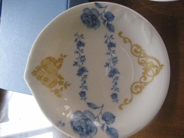 デザインした皿