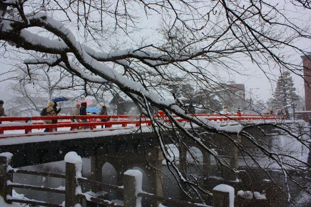 朱塗りの橋